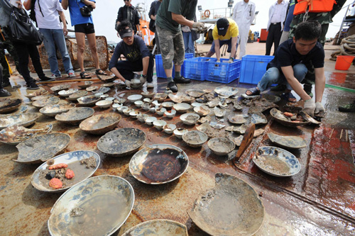 Relics salvaged from sunken ancient ship