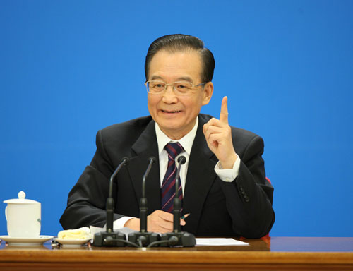 Chinese Premier Wen Jiabao meets the press after the closing meeting of the Fifth Session of the 11th National People's Congress (NPC) at the Great Hall of the People in Beijing, March 14, 2012. [Xinhua photo]