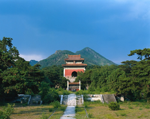 Shunling Mausoleum was the mausoleum of Yang, who was the mother of the Tang Dynasty (618-907) Empress Wu Zetian.