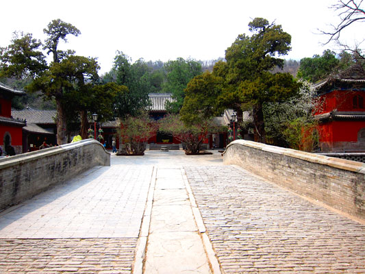 The view of Dajue Temple from the bridge. Photo taken by William Wang for CRI, April 2012.