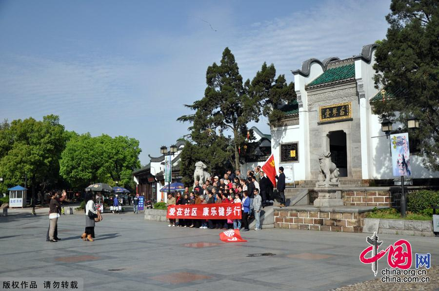 Photo shows the beautiful spring scenery in Yuehu Park, the northwest of Hanyang district, Wuhan. [China.org.cn]