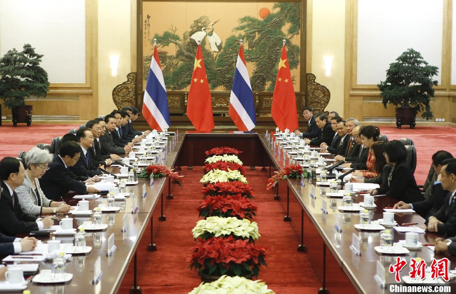 Chinese Premier Wen Jiabao meets with Thai Prime Minister Yingluck Shinawatra in Beijing, capital of China, April 17, 2012.