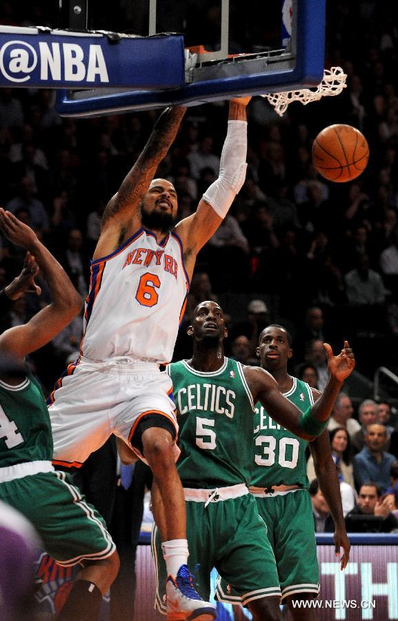 Tyson Chandler (Up) of New York Knicks dunks during the NBA game against Boston Celtics in New York, the United States, April 17, 2012. Knicks won 118-110. (Xinhua/Shen Hong)