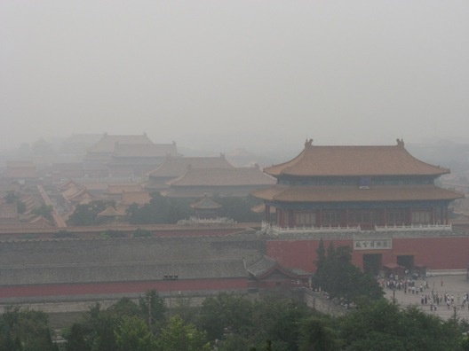 Air pollution is a major environmental issue in Beijing. [File photo]