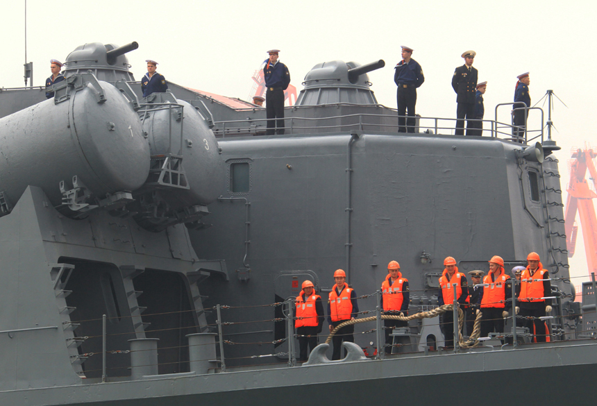 A Russian naval task force arrived at a naval base in Qingdao of east China's Shandong Province on Saturday for a joint exercise with the Chinese navy next week. [Xinhua photo]