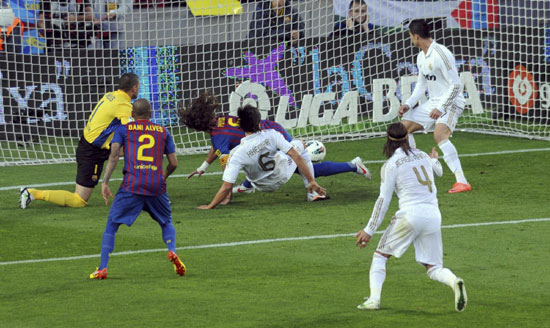 Real Madrid beat Barcelona 2-1 in Spanish derby