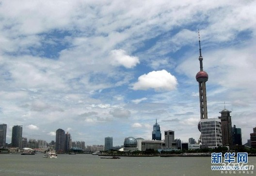 Shanghai Environmental Protection Bureau will officially start using the PM2.5 gauge for reporting daily air pollution in June. [Xinhua]