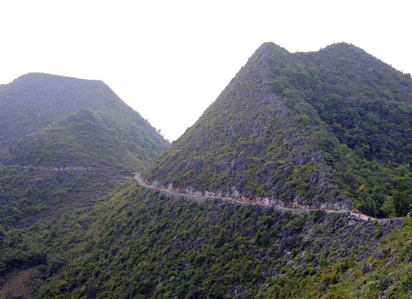 4 men move a mountain for their offspring china org cn