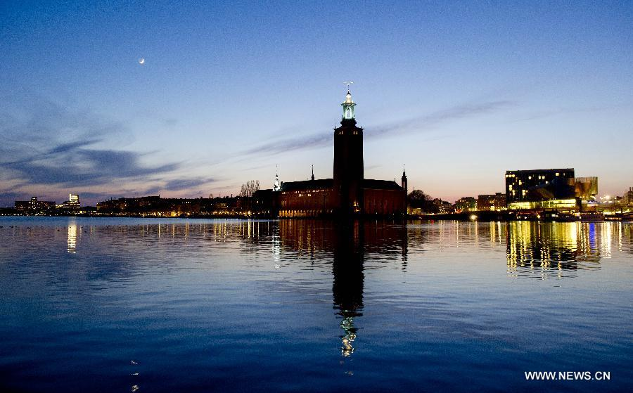 The City Hall of Stockholm is seen at dusk in Stockholm, Sweden, April 24, 2012. The sunset time comes later steadily as summer approaches. (Xinhua/Wang Ye)