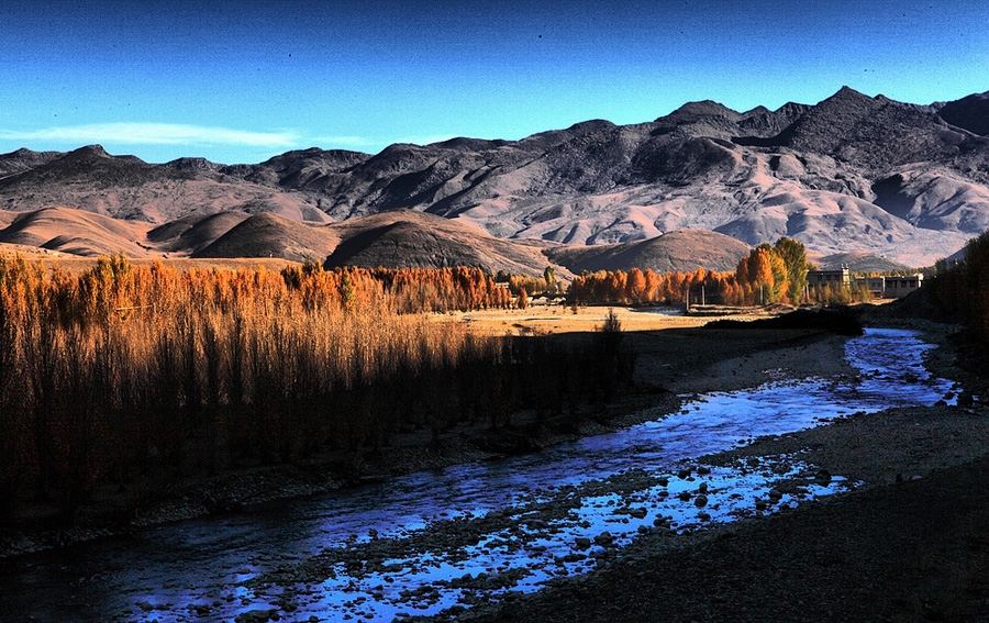 Daocheng, a county in the southwest of Sichuan Province, is mainly inhabited by Tibetans. Broad valleys, lush pastures and imposing mountains make the county a fantastic place for visit and hike.Surrounding by snow mountains and forests, Daocheng is often referred to as 'the last pure land in our blue planet.' The three-day hike from Daocheng to Yading takes you through some of the quietest and purest natural scenery on earth.[