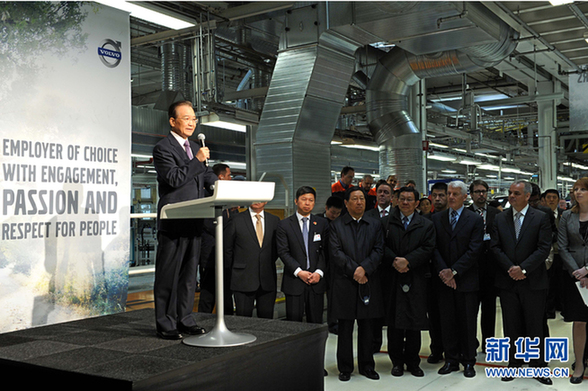 Premier Wen Jiabao speaks during his visit to the Volvo factory in Gothenburg, Sweden, on Tuesday. [Xinhua]