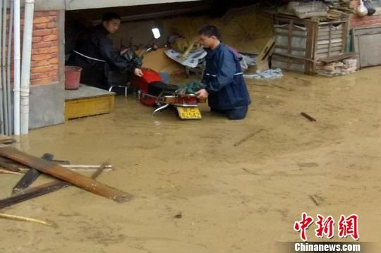 Flood hit Tonggu, Jiangxi Province on Tuesday, April 24, 2012.