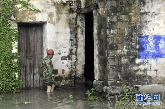Flood hit Wuyuan, Jiangxi Province on Wednesday, April 25, 2012. [Xinhua]