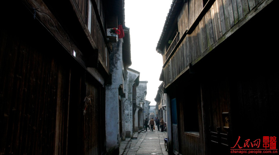 With a history of 1,200-year, Wuzhen is about one hour's drive from Hangzhou,the capital of Zhejiang Province.The small town is famous for the ancient buildings and old town layout, where bridges of all sizes cross the streams winding through the town.
