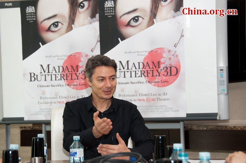 Juan Napier, director of Madam Butterfly 3D, a film that displays the Royal Opera House's live performance of the Italian composer Giacomo Puccini's opera, meets the press during the 2nd Beijing International Film Festival. [Chen Boyuan / China.org.cn]