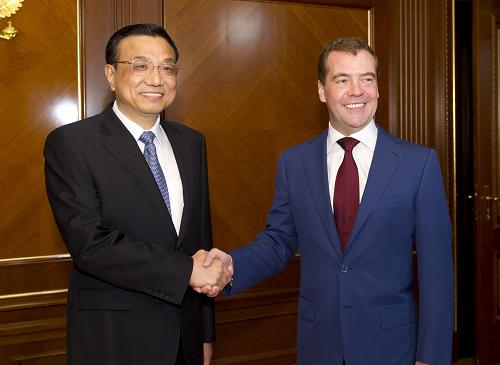 Chinese Vice Premier Li Keqiang meets with Russian President Dmitry Medvedev. [Xinhua]