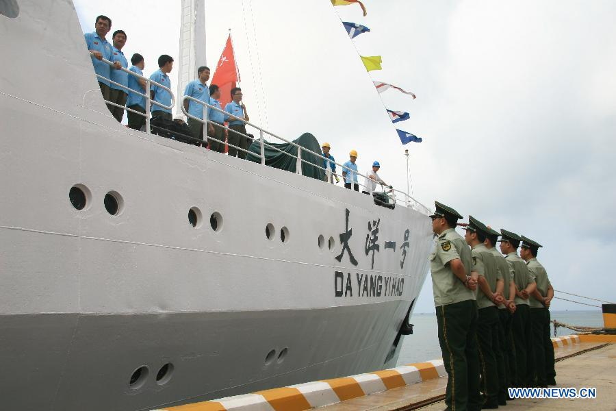 Officers and crew members are seen as the Chinese research vessel Dayang Yihao (Ocean No.1) departs from the coastal city Sanya of south China's Hainan Province, April 28, 2012. The Chinese research vessel Dayang Yihao (Ocean No.1) kicked off the country's 26th oceanic expedition mission.