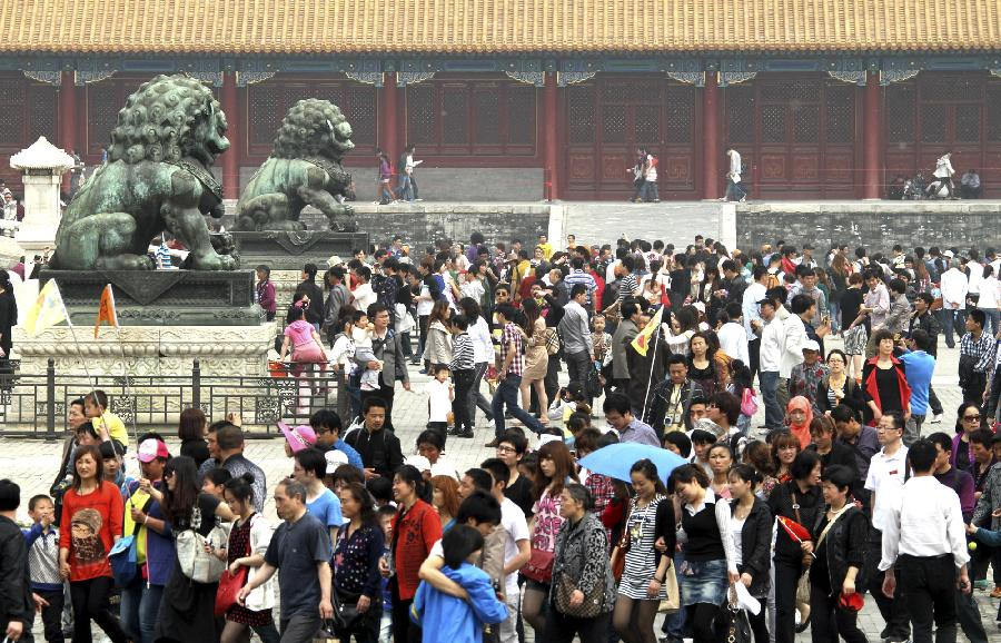 The Forbidden City is swarmed with tourists in Beijing, capital of China, April 30, 2012. As weather warms, a good many people choose to spend the three-day Labor Day holiday in travelling. (Xinhua/Pang Zhengzheng) 