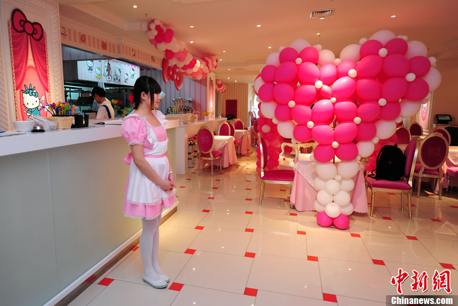 China's first Hello Kitty theme restaurant was launched in the capital. Expectedly, it's all pink and sweet inside the restaurant, authorized by the Japanese parent company Sanrio. The tablecloth is pink, as are the chairs, ceiling and floor, even the lamp light shines soft and rosy. Waiters are in white shirts with a red bow and blue rompers, while waitresses wear pink dresses.