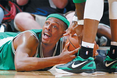 Pierce guides Rondo-less Celtics past Hawks
