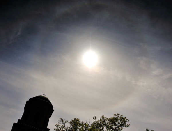 Solar halo emerges over Beijing