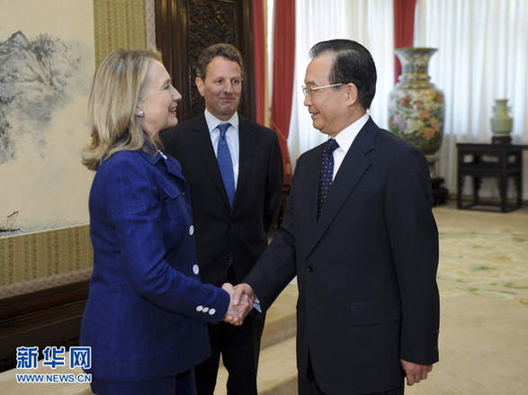 Chinese Premier Wen Jiabao(R) met in Beijing on Friday with U.S. Secretary of State Hillary Clinton(L) and Treasury Secretary Timothy Geithner(M). 
