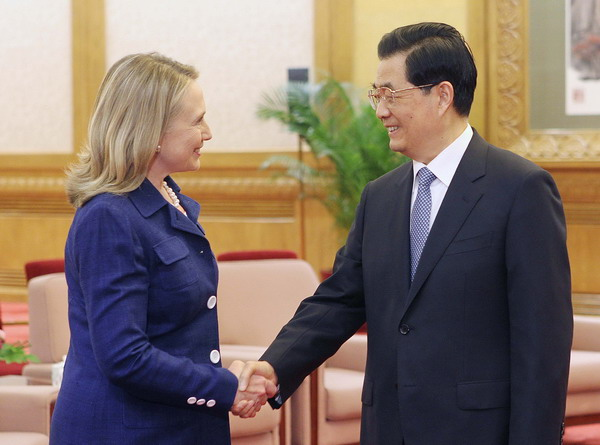 US Secretary of State Hillary of Clinton (L) shakes hands with Chinese President Hu Jintao during a meeting at the Great Hall of the People in Beijing on Friday. [Xu Jingxing/Asianewsphoto] 