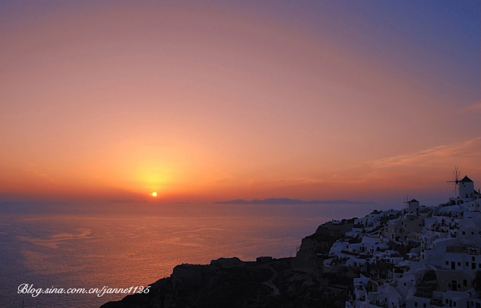 Photo shows a sunset view of Greece. [Sina.cn]