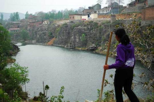 The Qihe River is the sole source of drinking water for Dangjie village, in Linzhou, Henan province. Villagers said the river has been polluted in recent years by businesses upstream. [China Daily] 