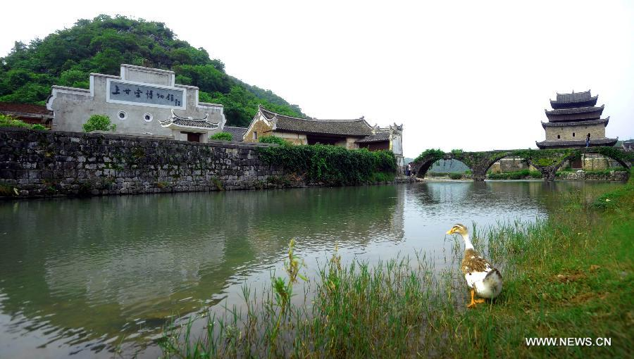 Shanggantang Village, with a history of more than 1,000 years, locates at 25 kilometers southwest of Jiangyong and has more than 400 families. Most of the villagers are surnamed Zhou.