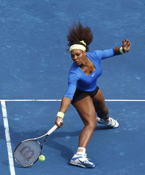 Serena sails through, Venus crashes out