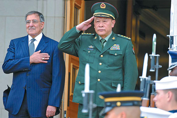 US Defense Secretary Leon Panetta and Defense Minister Liang Guanglie attend a welcoming ceremony at the Pentagon on Monday. It is the first visit by a defense minister to the US since 2003. [Wu Qingcai/China News Service]