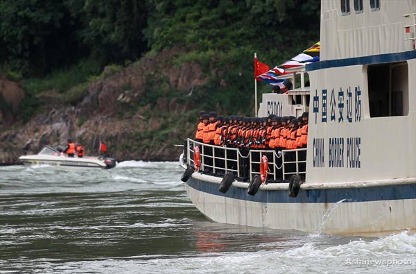 A Chinese police ship sets sail from Guanlei Port in Xishuangbanna, along the Mekong River in Southwest China 's Yunnan province, on Dec 10. Chinese police started joint patrols with their counterparts from Laos, Myanmar and Thailand to maintain security along the river, which marked the restoration of international shipping services on the river that had been suspended since deadly attacks on Chinese cargo ships on Oct 5.[Cui Meng/China Daily]