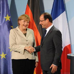 German Chancellor Angela Merkel(L) shakes hands with the French left-wing new president Francois Hollande(R) on Tuesday.