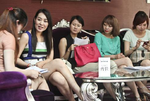 Hundreds of women apply for chance to wed wealth.[ Photo/ Sohu.com]