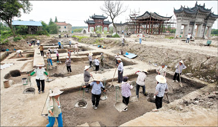 Workers excavate the Guangfulin site in Songjiang District yesterday. The site of the city's ancient cultural relics dating to Neolithic times 5,000 years ago, initially discovered in 1958, is for the first time to open to the public ahead of China's Cultural Heritage Day tomorrow.
