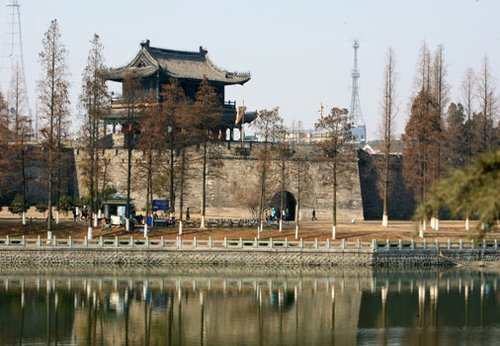Jingzhou City Wall, one of the 'Top 10 attractions in Hubei,China' by China.org.cn