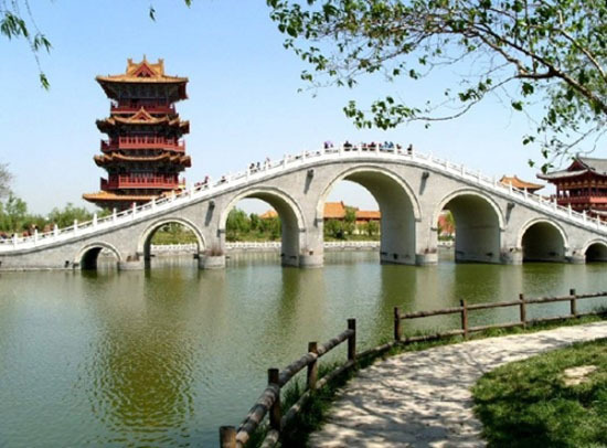 Qingming Riverside Landscape Garden, one of the 'Top 10 attractions in Henan,China' by China.org.cn.