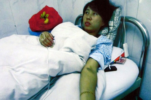 Feng Jianmei, 27, was forced to terminate her pregnancy at seven months in a hospital in Zhenping county, Shaanxi Province, on June 2. [Xinhua]