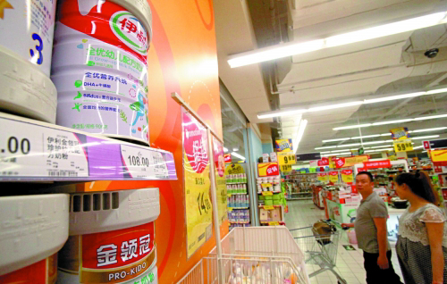 The canned milk which is not covered by 'unusual amount' of mercury is still sold in a Shanghai supermarket. The General Administration of Quality Supervision on June 14 said it has found an 'unusual amount' of mercury in baby formula produced by Inner Mongolia Yili Industrial Group Co.