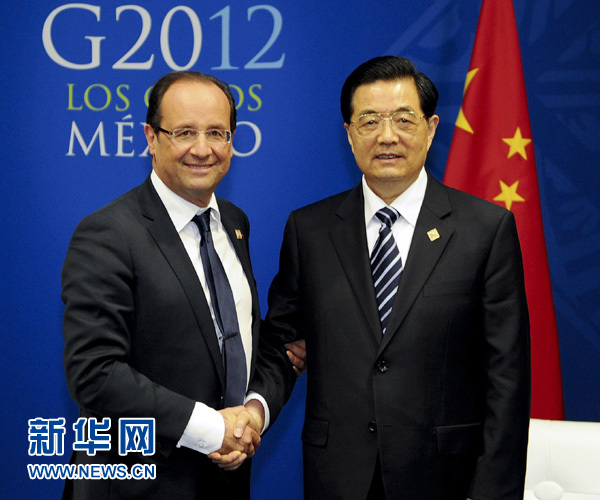 Chinese President Hu Jintao (R) meets with his French counterpart Francois Hollande on the sidelines of a summit of the Group of Twenty (G20) in Los Cabos, Mexico, June 18, 2012. [Xinhua]