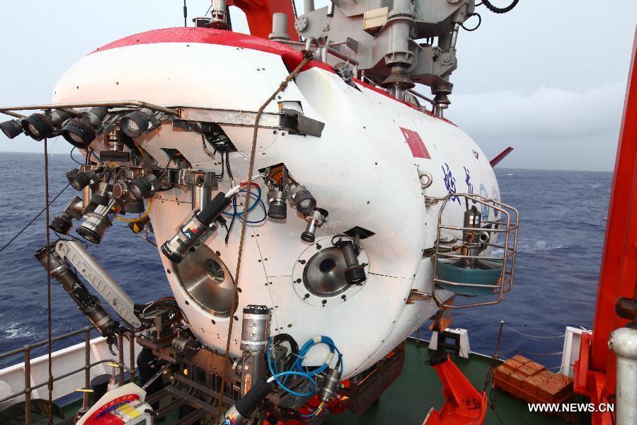 China's deep-sea submersible makes its 4th dive
