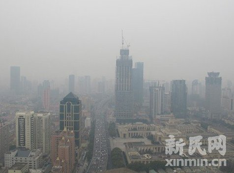 Shanghai will release the city's PM2.5 readings of all the 10 monitoring spots from Wednesday June 27, 2012. [xinmin.cn]