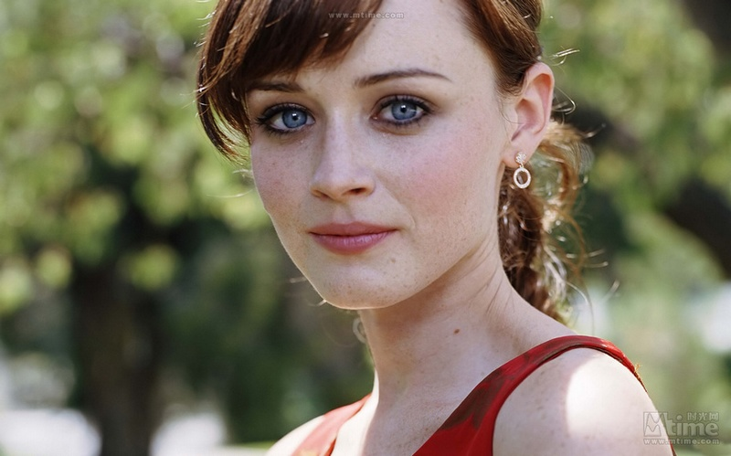 Download Actresses With Freckles And Brown Hair Pics