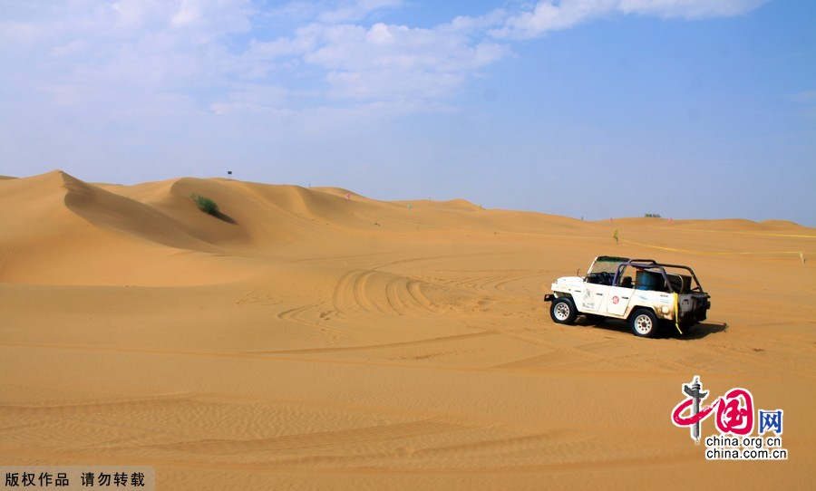Shapotou sand-themed park, located in western Ningxia's Zhongwei City, is reputed to be one of the most wonderful places in China. The tourist attraction is just nestled in the junction where Yellow River meets Tangeer Desert.