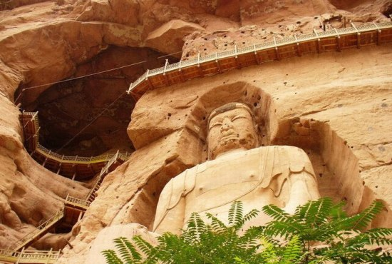 Located on Small Jishi Hill about 35 kilometers southwest of Yongjing County, Gansu Province, these grottoes were hollowed out in the precipitous cliffs above the Yellow River in Yongjia County.
