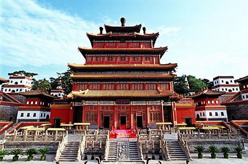 Located on the hillock north of the Chengde Mountain Resort in Hebei Province, the Puning Temple is one of the eight outlying temples of the resort.
