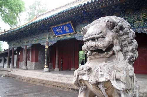 Located 25 km southwest of Taiyuan City, Shanxi Province, Jin Ancestral Temple boasts ancient buildings set in a tranquil environment.