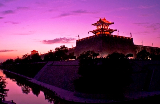 Located in the center of Xi'an City, the Xi'an City Wall measures 12 meters high, 18 meters wide at the base and 15 meters wide at the top.