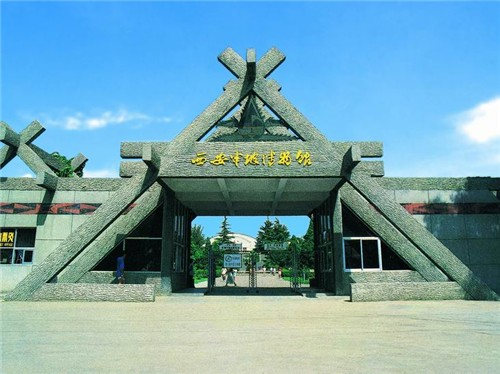 Located three miles to the east of Xi'an, Shaanxi Province, Banpo was a typical Neolithic matriarchal community with many ties to Yangshao culture, with over 6,000 years of history.